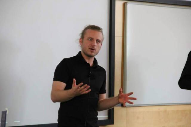 Vojta Roček skvěle přednáší i bez bullet-pointů